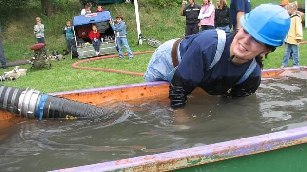 Na soutěži hasičů - veteránů šlo hlavně o zábavu.
