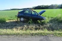 Nedaleko Hluchova havarovala řidička, skončila v nemocnici.