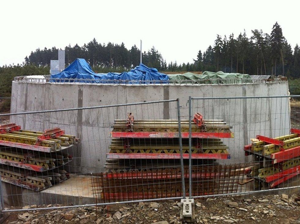 Stavba rozhledny na Kosíři v březnu 2013