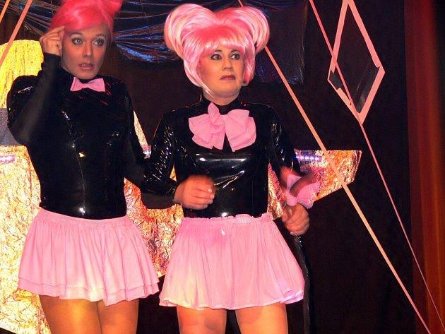 Travesti show v podání populárních Screamers.