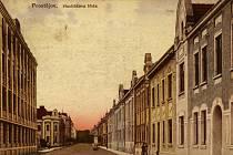2. Pojmenování Havlíčkova nese ulice od roku 1896 podle osoby Karla Havlíčka Borovského (1821-1856), českého politika, novináře a spisovatele. Vroce 1940 byla dočasně přejmenována na Messenheuser-Gasse, po válce byl opět přijat starý název.
