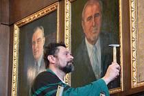 Na stěně radnice visí nově i Jan Tesař