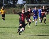Fotbalisté Lipové (v modrém) vyhrály na hřišti nedalekého Protivanova 4:3