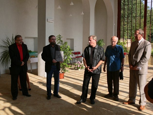 Slavnostní otevření zrekonstruované zámecké oranžerie vČechách pod Kosířem