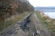 Únik ropné látky u Podhradského rybníka v Plumlově