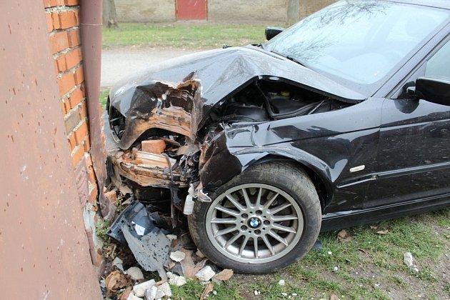 Nehoda BMW v Kostelci na Hané