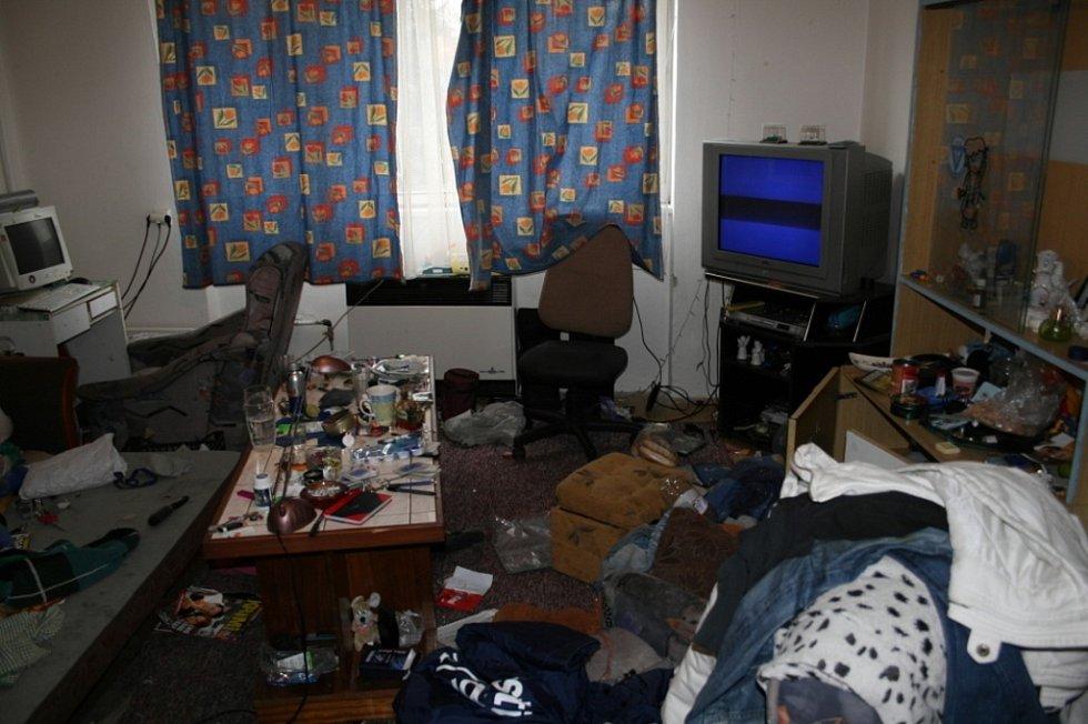 Razie v bytě lupiče