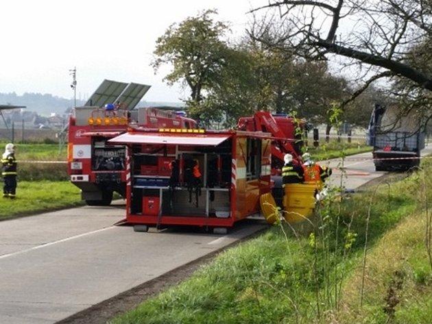 Odstraňování úniku kyseliny u Mostkovic