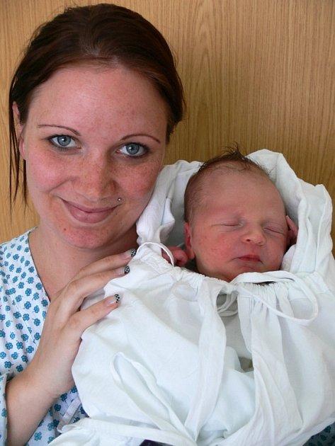Dominik Růžička s maminkou Petrou, narozen 16. dubna 2009, Přemyslovice, 50 cm a 3,20 kg