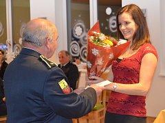 Mistryně České republiky i světa v požárním sportu Martina Pekrová dostala ocenění od alojzovských hasičů