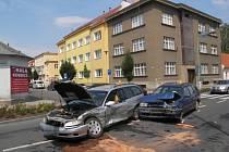 Auta se střetla v křižovatce na Olomoucké. Řidička vyvázla z nehody s lehkým zraněním