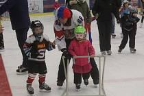 Děti obsadily zimní stadion v Prostějově.