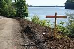 Stavba cyklostezky podél severního břehu plumlovské přehrady - 1. 6. 2020 (první den asfaltování a záběry z úseku od Plumlova k pláži U Lázničků)