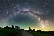 """Ve středu po setmění bude vrcholit roj Perseid, který zaplní oblohu celého Česka """"padajícími hvězdami""""."""