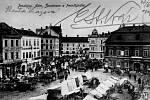 Koncem 19. století se pravidelně konaly čtyři výroční trhy, dva týdenní a denní trhy pro prodej potravin a ovoce, v pondělí a čtvrtek masné trhy, obilné trhy, šest koňských a dobytčích trhů. Největší jarmark býval po žních a v listopadu po prodeji řepy.
