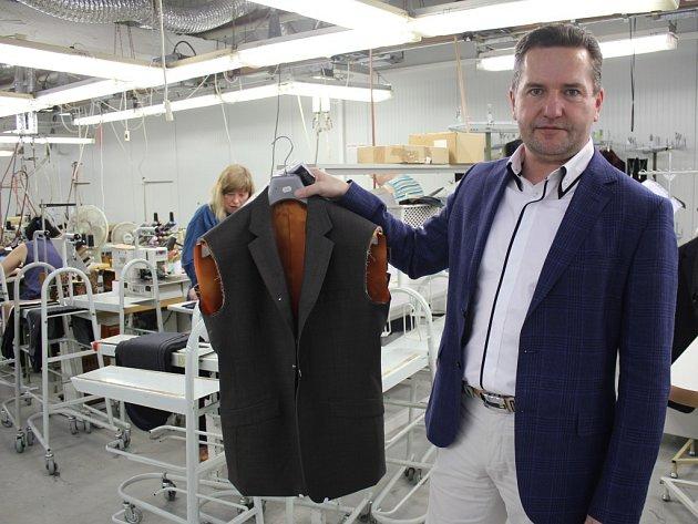 Pro novou bondovku Spectre šila prostějovská oděvní firma osmnáct obleků a šest sak