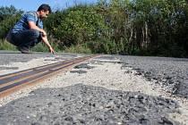 Rozbitá silnice. Cesta z Čelechovic na Velký Kosíř