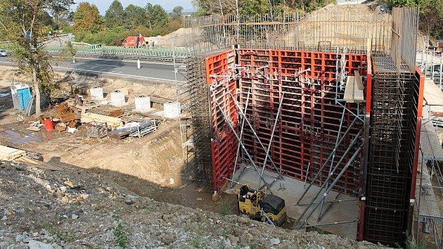 Dálnice D46 mezi Prostějovem a Olomoucí zavře stavba mostu u Olšan