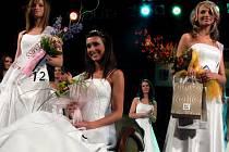 Miss Olomouckého kraje 2008  Miroslava Páleníková z Dlouhé Loučky (uprostřed). První vicemiss Romanu Chudá  z Velké Šťáhle (vlevo), třetí skončila Kristýna Píchalová  ze Stařechovic na Prostějovsku.