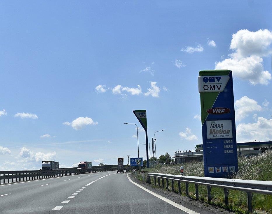 Havárie osobního vozidla na čerpací stanici OMV na dálnici D46 u Prostějova. - po nehodě