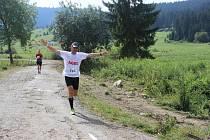 Rekreační běžci se zúčastnili přes tři sta kilometrů dlouhého závodu.
