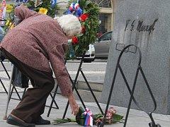 Připomenutí výročí vzniku Československa před pomníkem prezidenta T. G. Masaryka v Prostějově. Ilustrační foto
