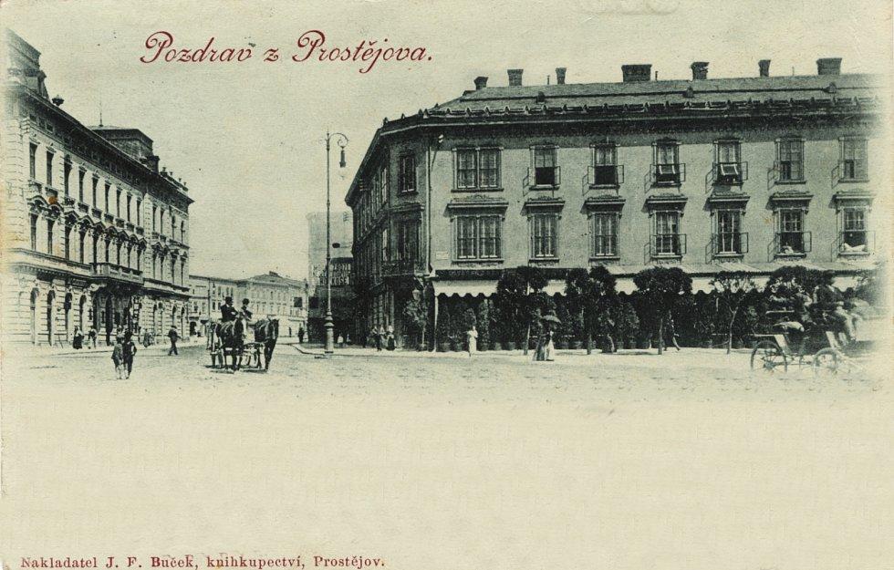 V budově na rohu Žižkova náměstí a Komenského ulice sídlila v letech 1894-1921 proslulá Habustova restaurace a kavárna se sálem pro pořádání kulturních akcí.