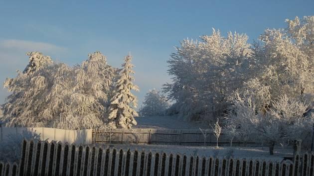 Vítězný snímek Vánoční fotosoutěže Prostějovského deníku: Předvánoční zimní ráno v obci Nové Sady na Drahanské Vrchovině