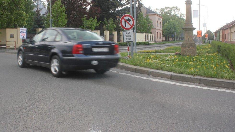 Uzavření Brněnské ulice se prodloužilo až ke hřbitovu