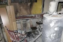 Čtyři jednotky hasičů vyjely v pondělí večer k požáru v Březsku.