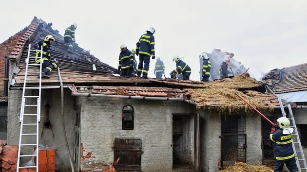 Požár střechy v Lutotíně