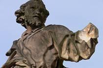 Socha svatého Petra v Čechách pod Kosířem přišla o ruku