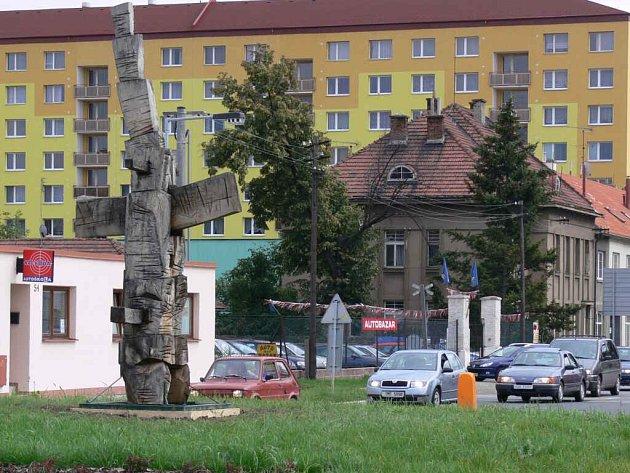 Jedna z vytvořených soch stojí i na Kostelecké ulici.