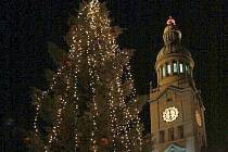 Rozsvícený vánoční strom před prostějovskou radnicí  v roce 2010