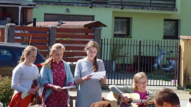 Tradiční májová Mše svatá u kapličky v Dlouhé Vsi