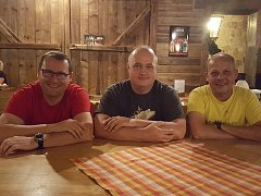 Organizátoři geocachingové akce v Plumlově, Michal Götz vpravo.