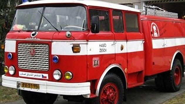 Cisternové auto sloužilo žešovským hasičům téměř padesát let, nyní ho město prodává