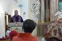 P. Tomasz Waściński z kláštera v Tasovicích u Znojma káže při obnově lidových misií v Brodku u Prostějova.