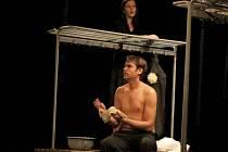Poprvé v rámci divadelní přehlídky Aplaus vystoupilo v Prostějově Divadlo Point. V Národním domě uvedlo dvojprogram Nahý Wolker a Umění milovat podle Ovidia.