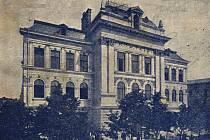 Prostějovský Klub samostatných českých obchodníků podal dne 27. 11. 1892 městské radě v Prostějově žádost o zřízení české obchodní školy. O zřízení trojtřídní obchodní akademie se usneslo prostějovské obecní zastupitelstvo v roce 1893.