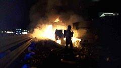 Nehoda dvou kamionů a dodávky s následným požárem na D46