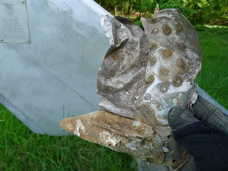 Tragická havárie MIGu-21U u Bukové na Prostějovsku 14. 10. 1988 - V pásu lesa, kde došlo k roztříštění letadla se dodnes nacházejí drobné trosky
