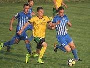 Fotbalisté Prostějova (v modrém) porazili Petřkovice 3:1