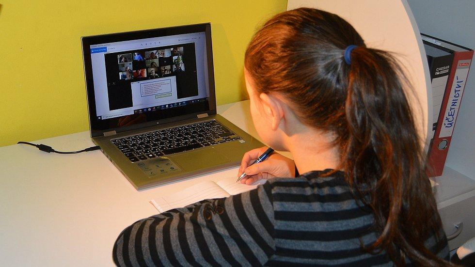 On-line výuka