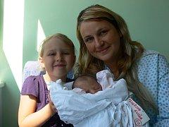 Eliška Fehérová s maminkou Editou a sestrou Adélkou, Těšetice, narozena 15. května, 44 cm, 2690 g