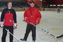 Trenéři hokejových Jestřábů Alois Chlustina (vpravo) a Martin Janeček.