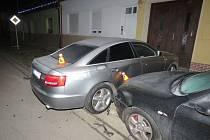 Řidička při své jízdě poničila své auto i tři další. Shodou okolností se jednalo o luxusnější vozy.