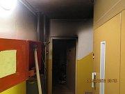 Následky požáru v paneláku v Moravské ulici v Prostějově