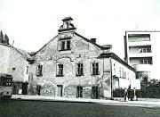 Během druhé poloviny minulého století se fyzický stav budovy neustále zhoršoval, kasanaci došlo vroce 1978.