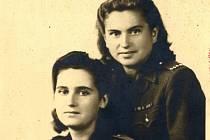 Jiřina Bajborová (vpravo) sloužila u radistů
